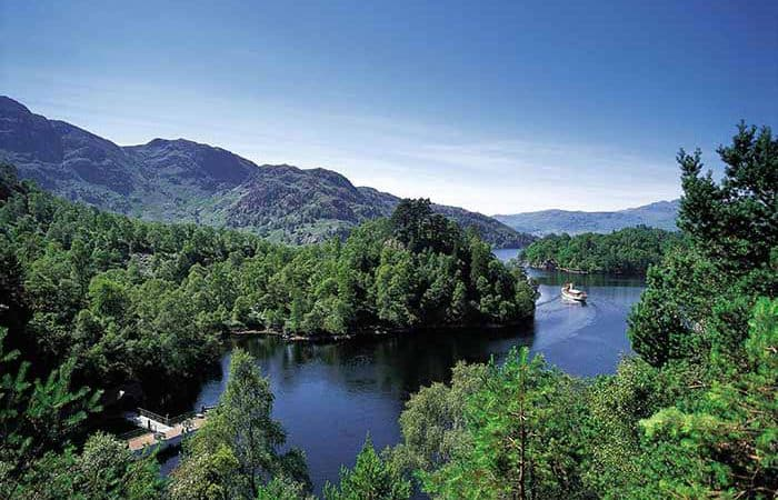 THE S.S SIR WALTER SCOTT SAILING AT THE EAST END OF LOCH KATRINE IN THE TROSSACHS, PIC: P.TOMKINS/VisitScotland/SCOTTISH VIEWPOINT Tel: +44 (0) 131 622 7174 Fax: +44 (0) 131 622 7175 E-Mail : info@scottishviewpoint.com This photograph can not be used without prior permission from Scottish Viewpoint.