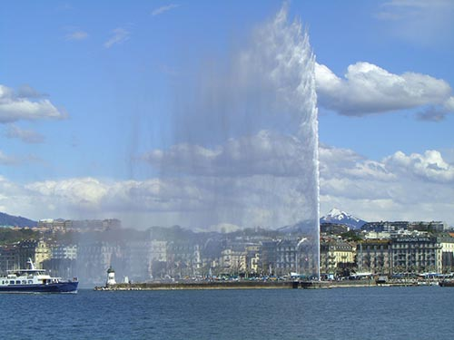 """View of Lake Geneva and its famous """"Jet d'Eau"""""""